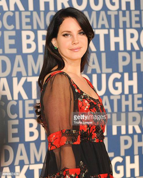 Singer Lana Del Ray attends the annual Breakthrough Prize ceremony at NASA Ames Research Center on November 8 2015 in Mountain View California