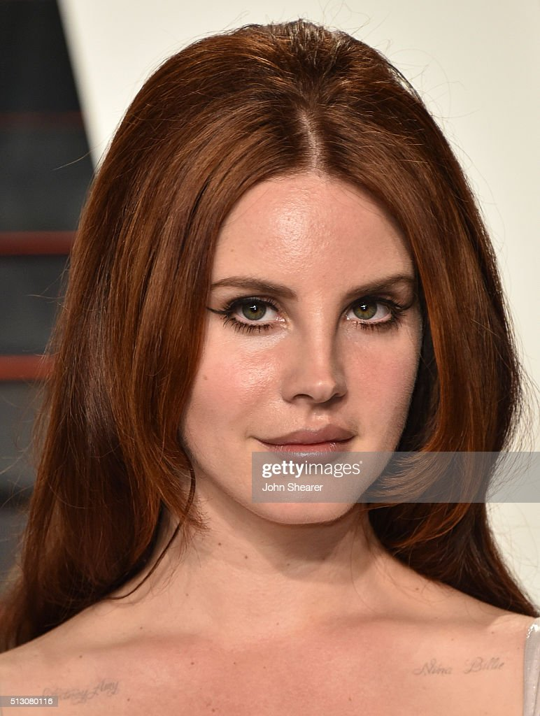 Singer <a gi-track='captionPersonalityLinkClicked' href=/galleries/search?phrase=Lana+Del+Rey&family=editorial&specificpeople=8565478 ng-click='$event.stopPropagation()'>Lana Del Rey</a> arrives at the 2016 Vanity Fair Oscar Party Hosted By Graydon Carter at Wallis Annenberg Center for the Performing Arts on February 28, 2016 in Beverly Hills, California.