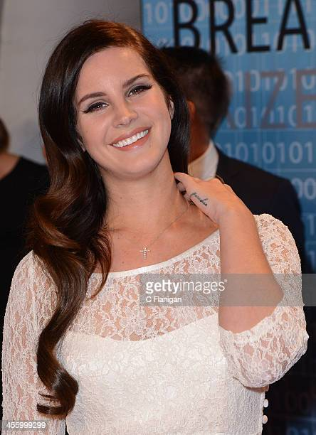 Singer Lana Del Rey arrives at the Breakthrough Prize Inaugural Ceremony at NASA Ames Research Center on December 12 2013 in Mountain View California