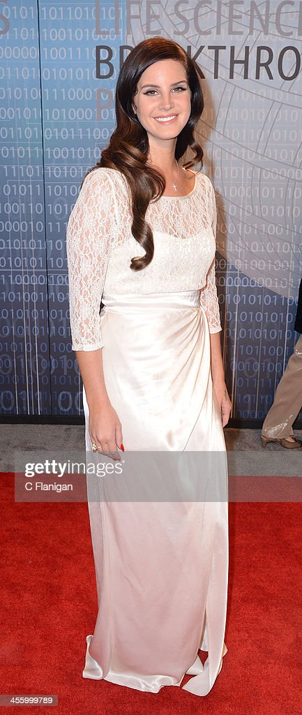 Singer <a gi-track='captionPersonalityLinkClicked' href=/galleries/search?phrase=Lana+Del+Rey&family=editorial&specificpeople=8565478 ng-click='$event.stopPropagation()'>Lana Del Rey</a> arrives at the Breakthrough Prize Inaugural Ceremony at NASA Ames Research Center on December 12, 2013 in Mountain View, California.