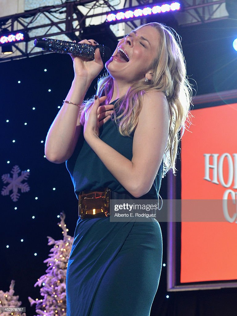 Singer <a gi-track='captionPersonalityLinkClicked' href=/galleries/search?phrase=LeAnn+Rimes&family=editorial&specificpeople=208815 ng-click='$event.stopPropagation()'>LeAnn Rimes</a> performs at the 82nd Annual Hollywood Christmas Parade on December 1, 2013 in Hollywood, California.
