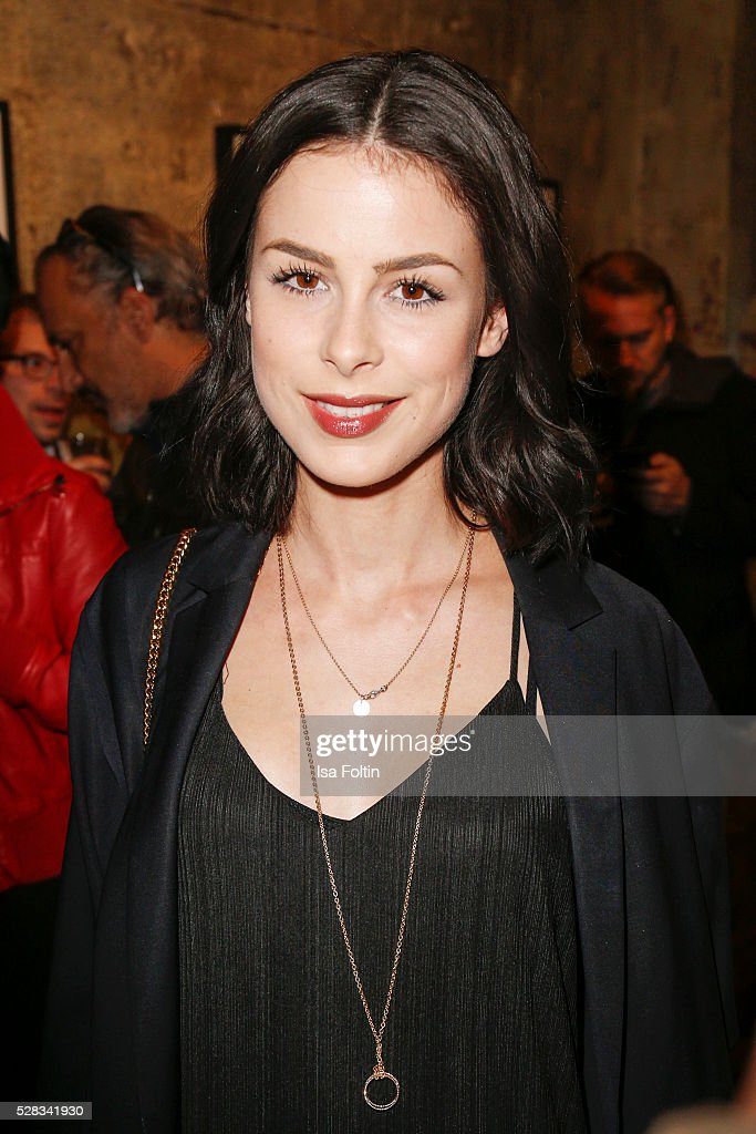 Singer <a gi-track='captionPersonalityLinkClicked' href=/galleries/search?phrase=Lena+Meyer-Landrut+-+Chanteuse+allemande&family=editorial&specificpeople=6837968 ng-click='$event.stopPropagation()'>Lena Meyer-Landrut</a> attends the photo art exhibition and book launch of BILLY at Seven Star Gallery on May 4, 2016 in Berlin, Germany.