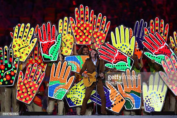 Singer Lenine performs during the Recognition of the Volunteers segment during the Closing Ceremony on Day 16 of the Rio 2016 Olympic Games at...