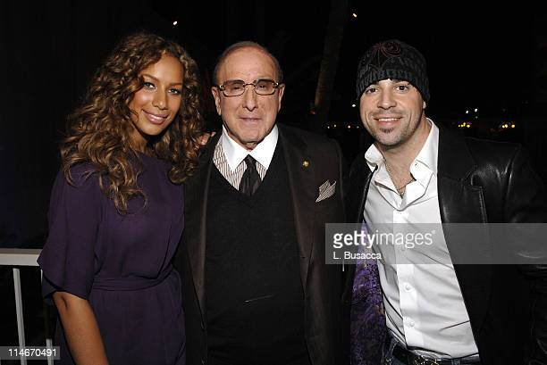 PRINT*** Singer Leona Lewis Clive Davis and Chris Daughtry pose during rehearsals on February 7 2008 in anticipation of the upcoming 'Clive Davis...