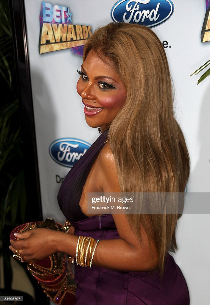 Singer <a gi-track='captionPersonalityLinkClicked' href=/galleries/search?phrase=Lil%27+Kim&family=editorial&specificpeople=202942 ng-click='$event.stopPropagation()'>Lil' Kim</a> arrives at the 2008 BET Awards after party held at the The Roosevelt Hotel on June 24, 2008 in Hollywood, California.
