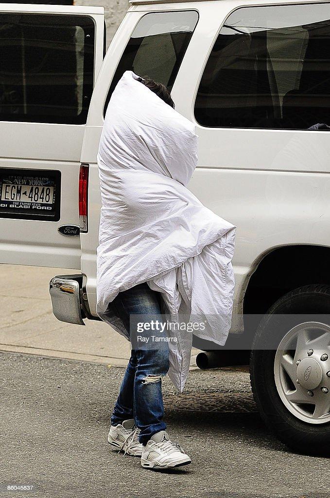 Singer Lily Allen walks in midtown Manhattan April 20, 2009 in New York City.