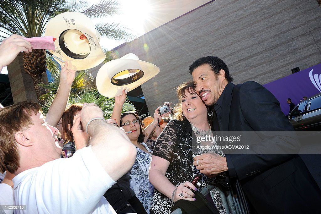 Singer <a gi-track='captionPersonalityLinkClicked' href=/galleries/search?phrase=Lionel+Richie&family=editorial&specificpeople=204139 ng-click='$event.stopPropagation()'>Lionel Richie</a> arrives at the 47th Annual Academy Of Country Music Awards held at the MGM Grand Garden Arena on April 1, 2012 in Las Vegas, Nevada.