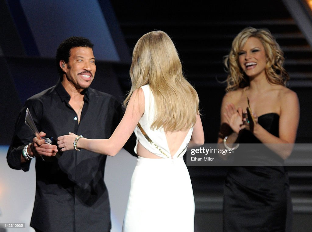 Singer <a gi-track='captionPersonalityLinkClicked' href=/galleries/search?phrase=Lionel+Richie&family=editorial&specificpeople=204139 ng-click='$event.stopPropagation()'>Lionel Richie</a> (L) presents singer <a gi-track='captionPersonalityLinkClicked' href=/galleries/search?phrase=Taylor+Swift&family=editorial&specificpeople=619504 ng-click='$event.stopPropagation()'>Taylor Swift</a> (C) the Entertainer Of The Year Award onstage at the 47th Annual Academy Of Country Music Awards held at the MGM Grand Garden Arena on April 1, 2012 in Las Vegas, Nevada.