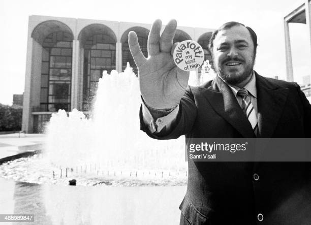 Singer Luciano Pavarotti In front of the Met on June 5 1973 in New York New York