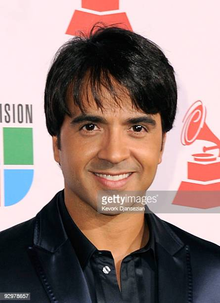 Singer Luis Fonsi arrives at the 10th annual Latin GRAMMY Awards held at Mandalay Bay Events Center on November 5 2009 in Las Vegas Nevada