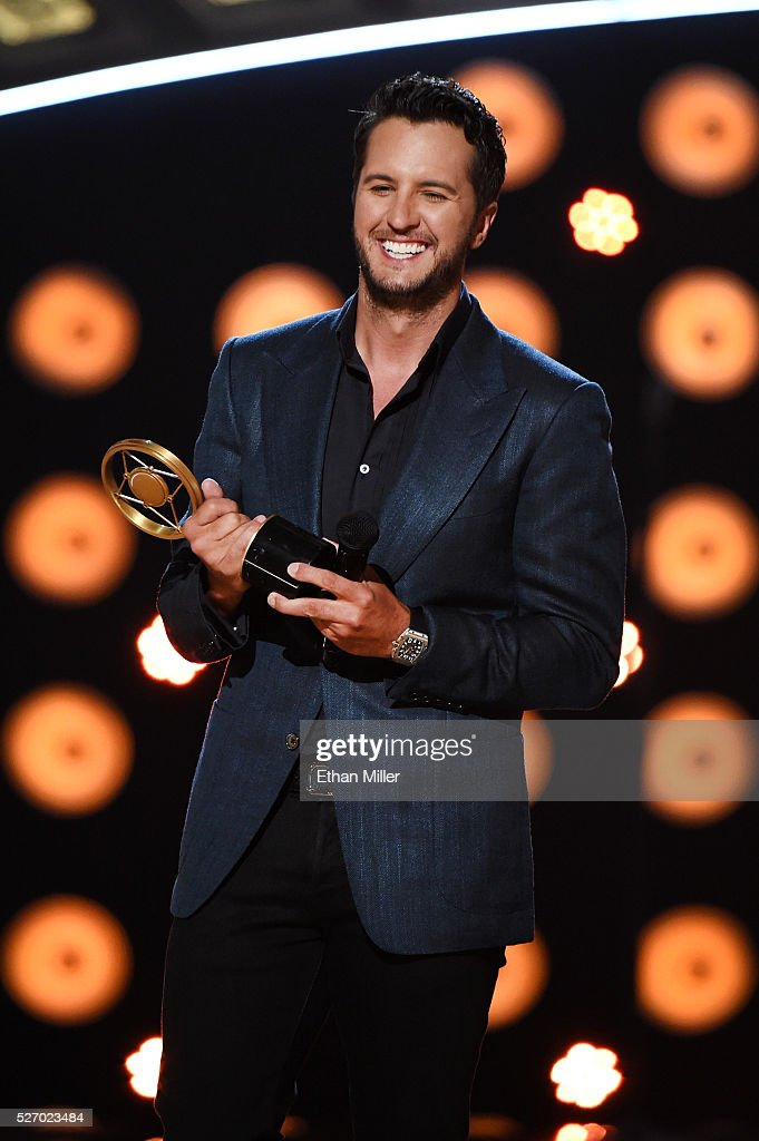 Singer <a gi-track='captionPersonalityLinkClicked' href=/galleries/search?phrase=Luke+Bryan&family=editorial&specificpeople=4001956 ng-click='$event.stopPropagation()'>Luke Bryan</a> accepts the Artist of the Year award onstage during the 2016 American Country Countdown Awards at The Forum on May 1, 2016 in Inglewood, California.