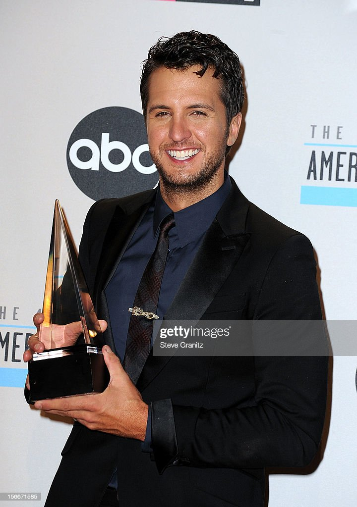 Singer <a gi-track='captionPersonalityLinkClicked' href=/galleries/search?phrase=Luke+Bryan&family=editorial&specificpeople=4001956 ng-click='$event.stopPropagation()'>Luke Bryan</a> poses in the press room at the 40th Anniversary American Music Awards held at Nokia Theatre L.A. Live on November 18, 2012 in Los Angeles, California.