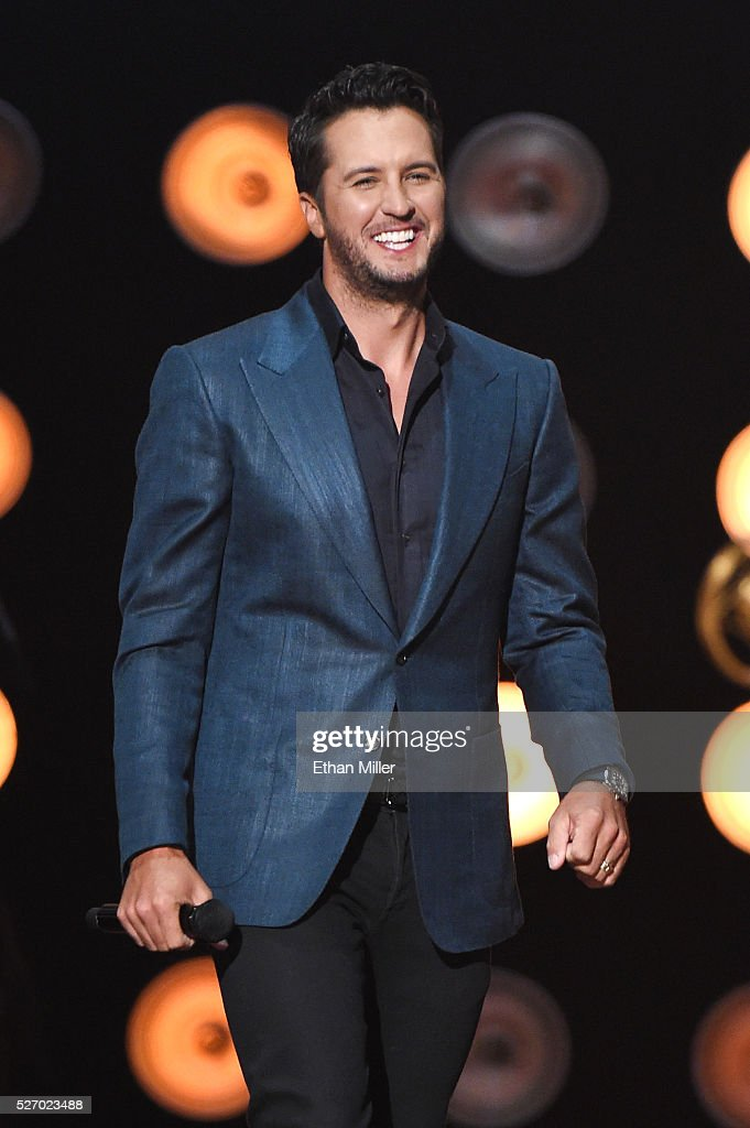Singer <a gi-track='captionPersonalityLinkClicked' href=/galleries/search?phrase=Luke+Bryan&family=editorial&specificpeople=4001956 ng-click='$event.stopPropagation()'>Luke Bryan</a> walks onstage to accept the Artist of the Year award during the 2016 American Country Countdown Awards at The Forum on May 1, 2016 in Inglewood, California.