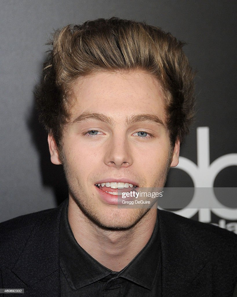 Singer Luke Hemmings of 5 Seconds of Summer arrives at The PEOPLE Magazine Awards at The Beverly Hilton Hotel on December 18, 2014 in Beverly Hills, California.