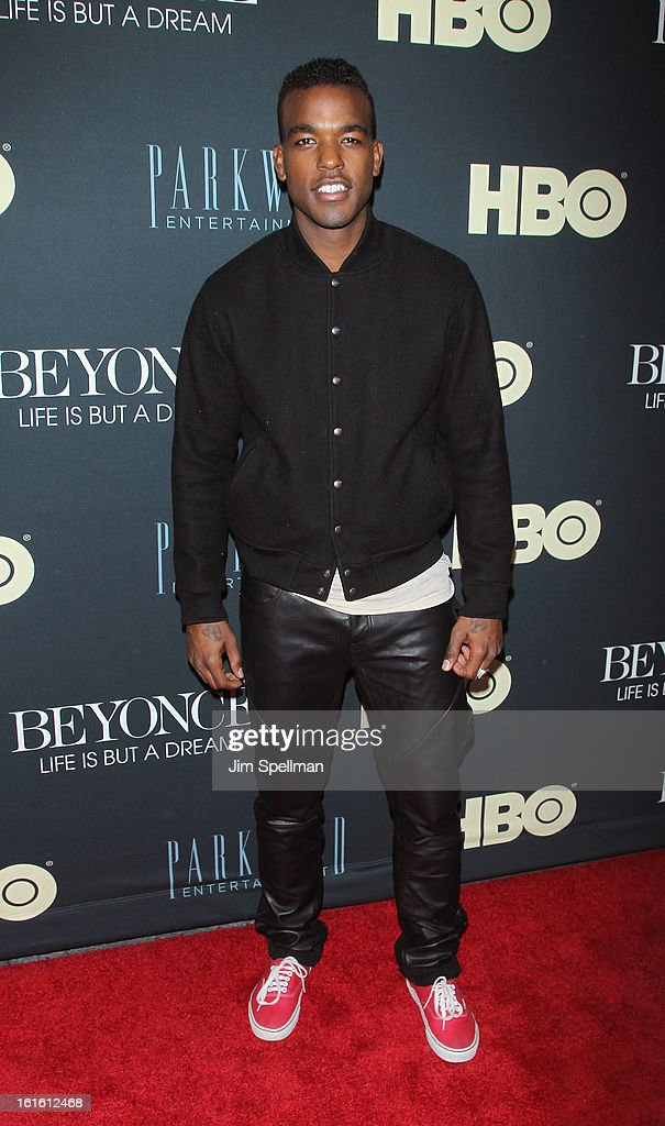 Singer Luke James attends 'Beyonce: Life Is But A Dream' New York Premiere at Ziegfeld Theater on February 12, 2013 in New York City.