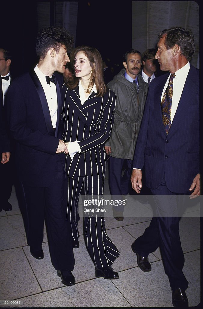 C&W singer Lyle Lovett & wife, actress Julia Roberts.