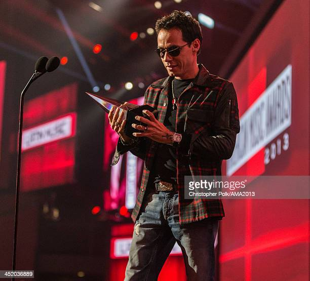 Singer Marc Anthony walks onstage to accept the Favorite Latin Artist award during the 2013 American Music Awards at Nokia Theatre LA Live on...