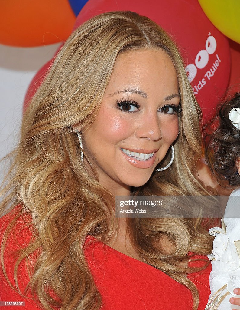 Singer <a gi-track='captionPersonalityLinkClicked' href=/galleries/search?phrase=Mariah+Carey&family=editorial&specificpeople=171647 ng-click='$event.stopPropagation()'>Mariah Carey</a> poses for pictures during 'Family Day' hosted by Nick Cannon at Santa Monica Pier on October 6, 2012 in Santa Monica, California.