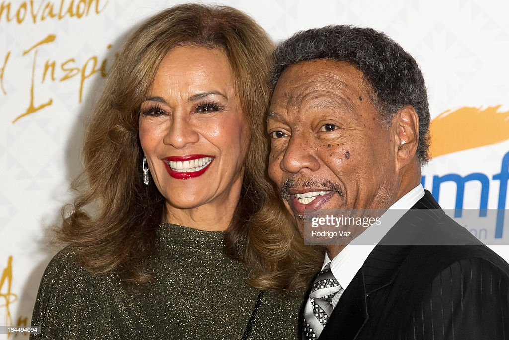 Singer <a gi-track='captionPersonalityLinkClicked' href=/galleries/search?phrase=Marilyn+McCoo&family=editorial&specificpeople=678303 ng-click='$event.stopPropagation()'>Marilyn McCoo</a> (L) and husband musician <a gi-track='captionPersonalityLinkClicked' href=/galleries/search?phrase=Billy+Davis+Jr.&family=editorial&specificpeople=1185258 ng-click='$event.stopPropagation()'>Billy Davis Jr.</a> attend the 10th Annual Alfred Mann Foundation Gala on October 13, 2013 in Beverly Hills, California.