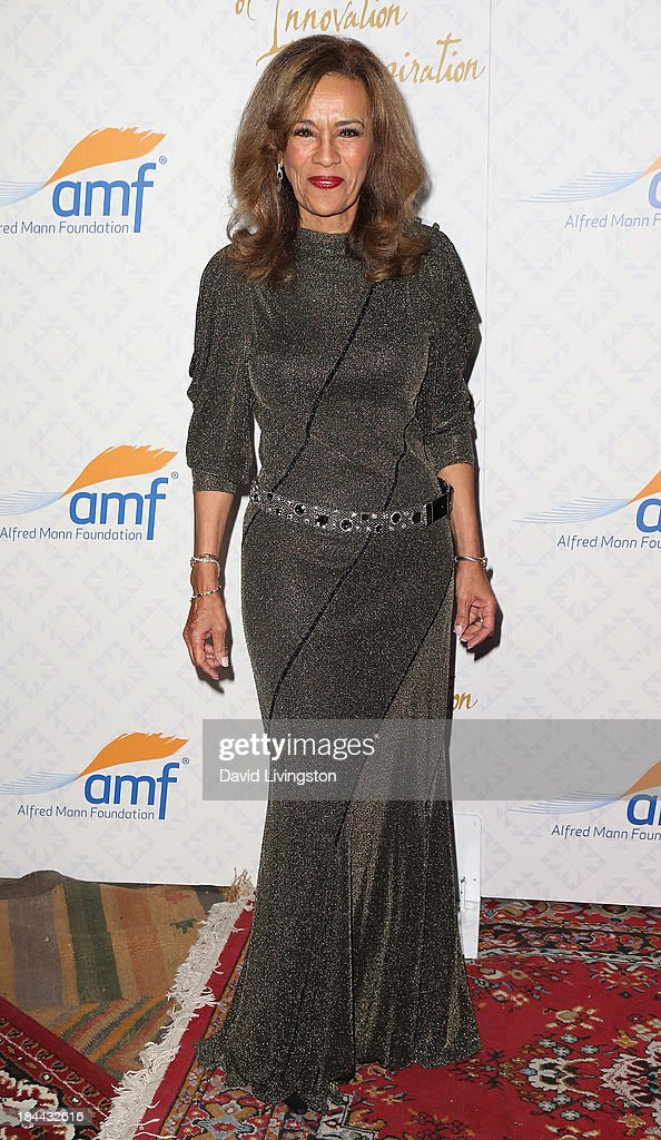 Singer <a gi-track='captionPersonalityLinkClicked' href=/galleries/search?phrase=Marilyn+McCoo&family=editorial&specificpeople=678303 ng-click='$event.stopPropagation()'>Marilyn McCoo</a> attends the 10th Annual Alfred Mann Foundation Gala in the Robinsons-May Lot on October 13, 2013 in Beverly Hills, California.