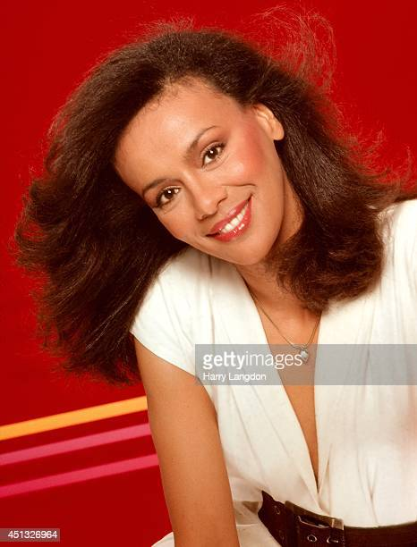 Singer Marilyn McCoo poses for a portrait in 1981 in Los Angeles California