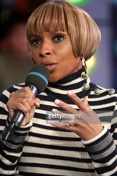 Singer Mary J Blige appears on MTV's 'TRL' at MTV Studios in New York City's Times Square on December 18 2007 The air date for this show is December...