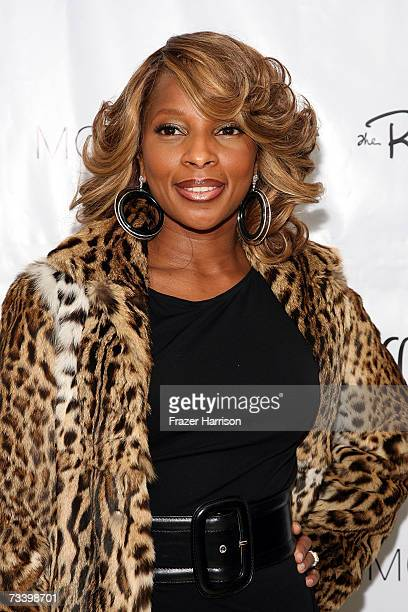 Singer Mary J Blige arrives at LA Confidential Magazine's annual Oscar Party held at the Skybar at Mondrian on February 22 2006 in HollywoodCA