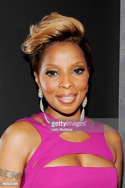 Singer Mary J Blige arrives at the 52nd Annual GRAMMY Awards held at Staples Center on January 31 2010 in Los Angeles California