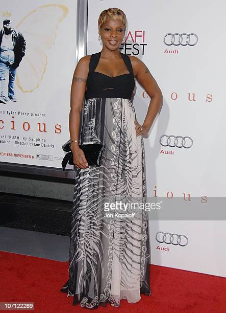 Singer Mary J Blige arrives at the Los Angeles Premiere 'Precious Based On The Novel Push By Sapphire' at Grauman's Chinese Theatre on November 1...