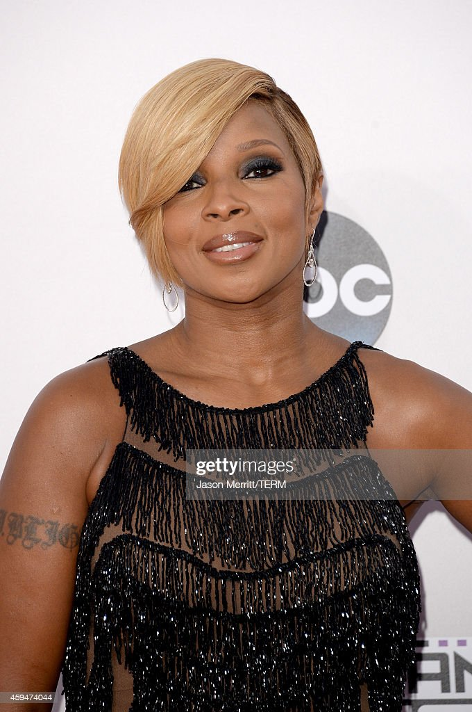 Singer <a gi-track='captionPersonalityLinkClicked' href=/galleries/search?phrase=Mary+J.+Blige&family=editorial&specificpeople=171124 ng-click='$event.stopPropagation()'>Mary J. Blige</a> attends the 2014 American Music Awards at Nokia Theatre L.A. Live on November 23, 2014 in Los Angeles, California.