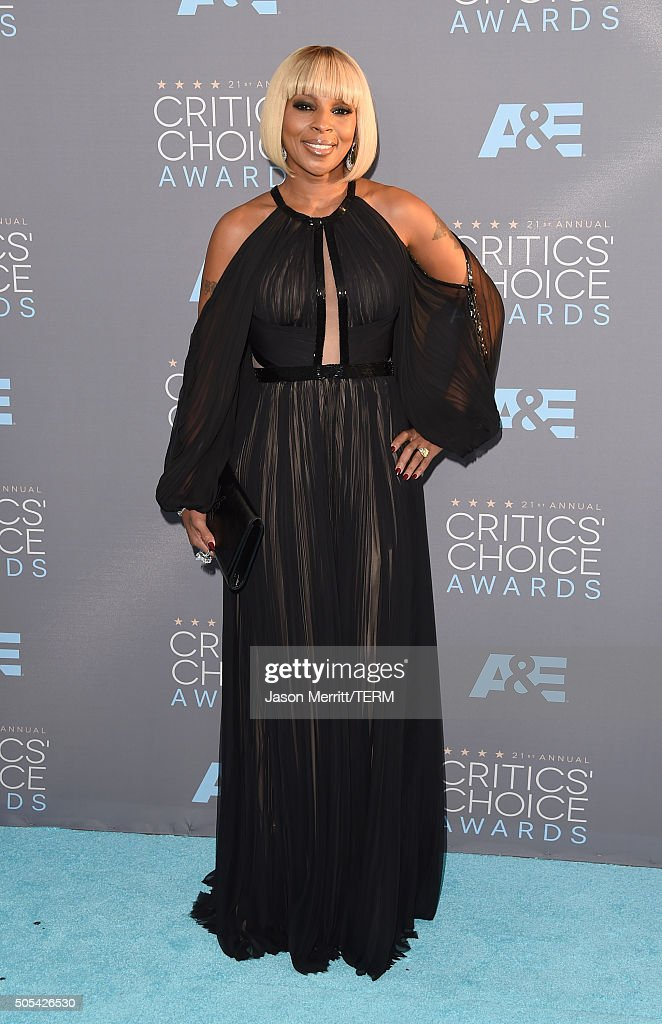 Singer <a gi-track='captionPersonalityLinkClicked' href=/galleries/search?phrase=Mary+J.+Blige&family=editorial&specificpeople=171124 ng-click='$event.stopPropagation()'>Mary J. Blige</a> attends the 21st Annual Critics' Choice Awards at Barker Hangar on January 17, 2016 in Santa Monica, California.