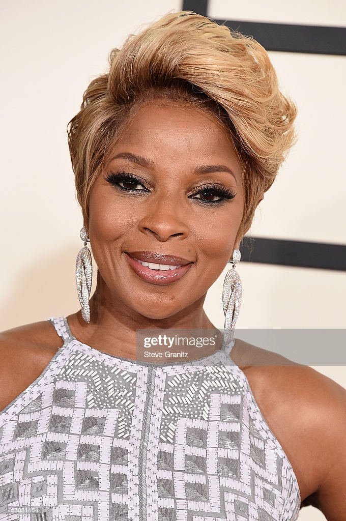 Singer <a gi-track='captionPersonalityLinkClicked' href=/galleries/search?phrase=Mary+J.+Blige&family=editorial&specificpeople=171124 ng-click='$event.stopPropagation()'>Mary J. Blige</a> attends The 57th Annual GRAMMY Awards at the STAPLES Center on February 8, 2015 in Los Angeles, California.