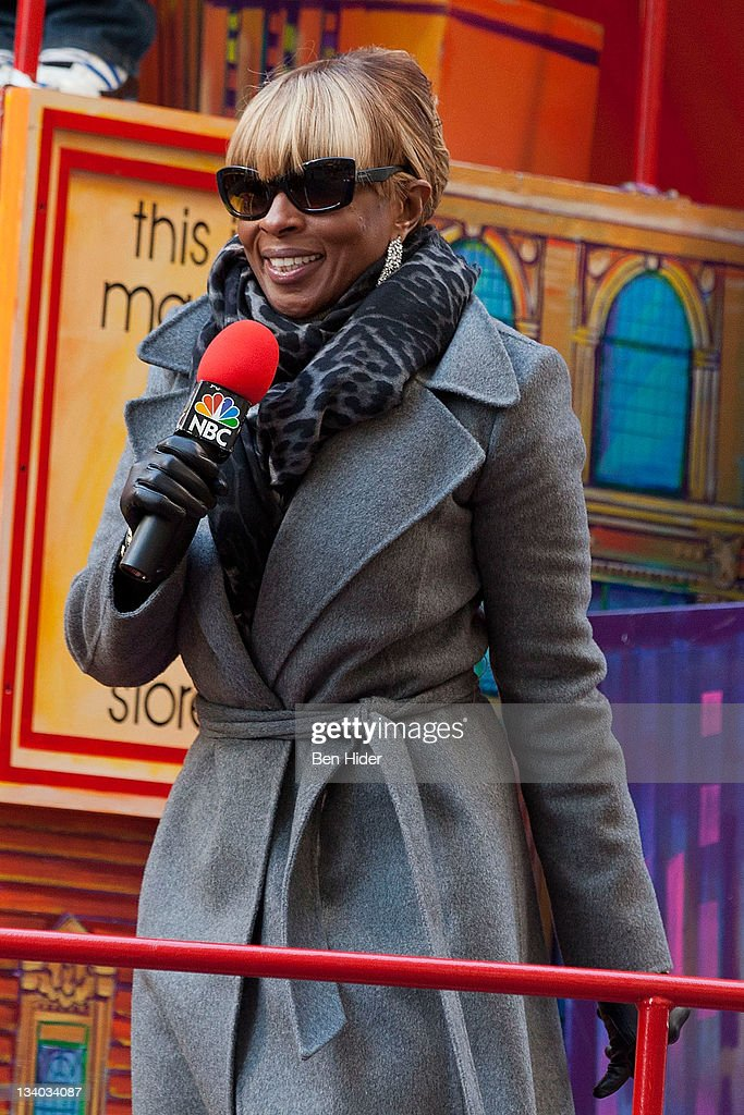 Singer <a gi-track='captionPersonalityLinkClicked' href=/galleries/search?phrase=Mary+J.+Blige&family=editorial&specificpeople=171124 ng-click='$event.stopPropagation()'>Mary J. Blige</a> attends the Macy's Legendary Thanksgiving Day Parade on November 24, 2011 in New York City.