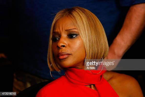 Singer Mary J Blige attends the welterweight unification championship bout on May 2 2015 at MGM Grand Garden Arena in Las Vegas Nevada