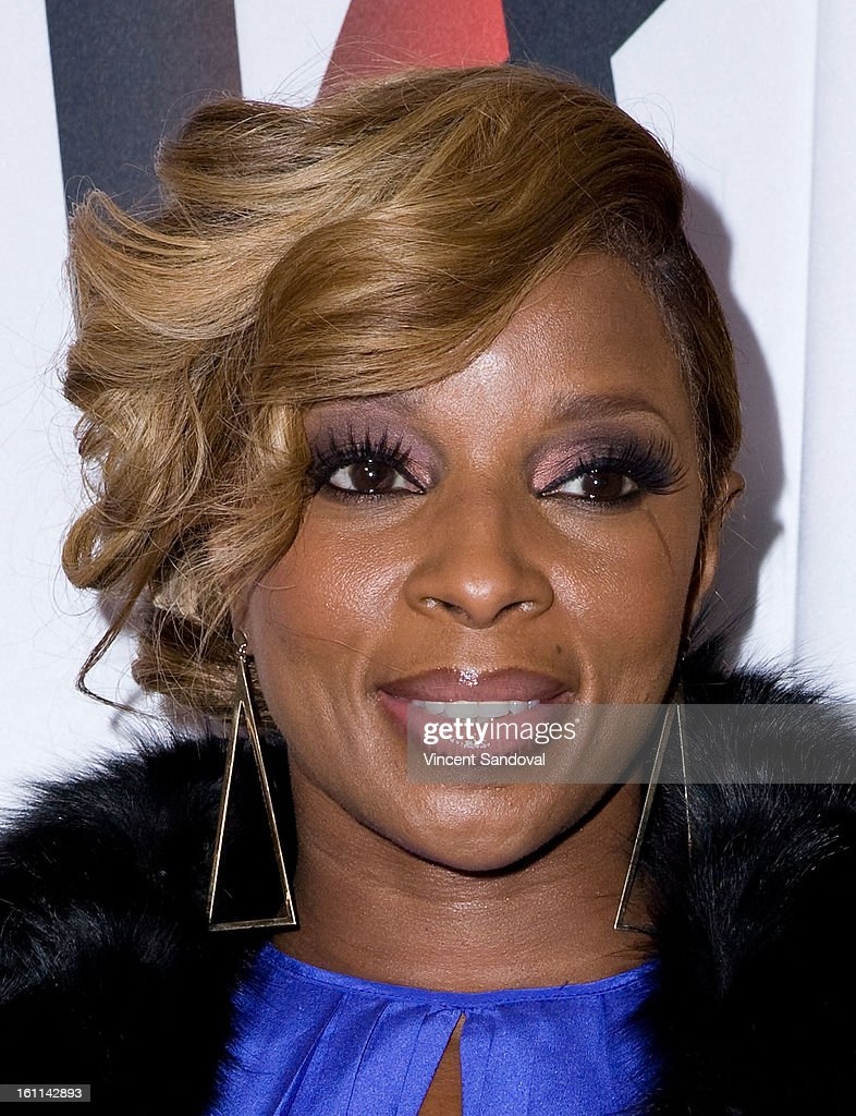 Singer <a gi-track='captionPersonalityLinkClicked' href=/galleries/search?phrase=Mary+J.+Blige&family=editorial&specificpeople=171124 ng-click='$event.stopPropagation()'>Mary J. Blige</a> attends VIBE Magazine's 20th anniversary celebration with inaugural impact awards - Arrivals at Sunset Tower on February 8, 2013 in West Hollywood, California.