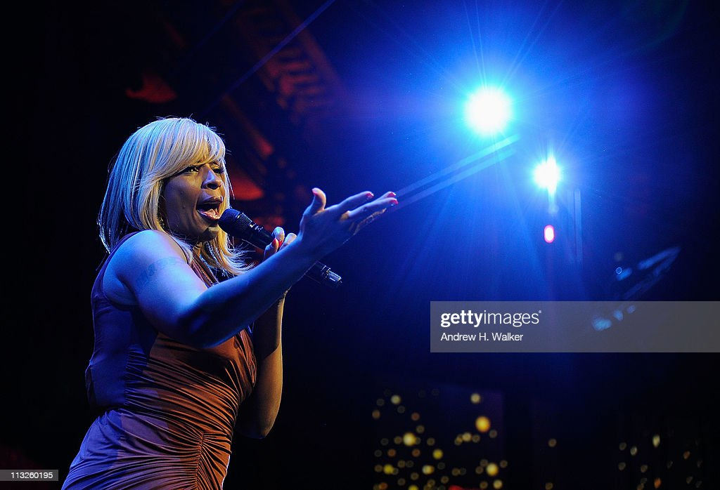 Singer <a gi-track='captionPersonalityLinkClicked' href=/galleries/search?phrase=Mary+J.+Blige&family=editorial&specificpeople=171124 ng-click='$event.stopPropagation()'>Mary J. Blige</a> performs at the DKMS' 5th Annual Gala: Linked Against Leukemia honoring Rihanna & Michael Clinton hosted by Katharina Harf at Cipriani Wall Street on April 28, 2011 in New York City.