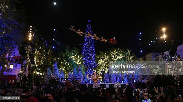 Singer Mary J Blige performs on stage at The Grove's 11th Annual Christmas Tree Lighting Spectacular at The Grove on November 17 2013 in Los Angeles...