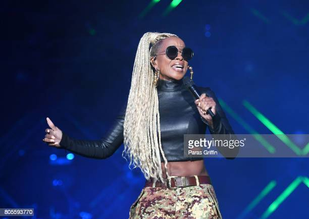 Singer Mary J Blige performs onstage at 2017 Essence Festival at MercedesBenz Superdome on July 1 2017 in New Orleans Louisiana