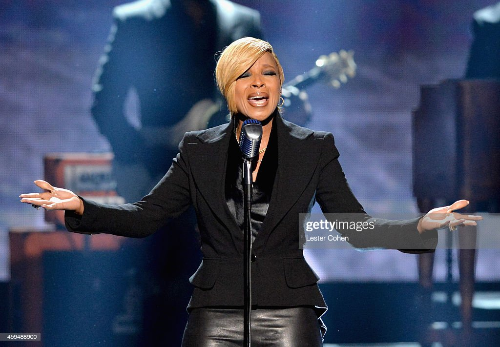 Singer <a gi-track='captionPersonalityLinkClicked' href=/galleries/search?phrase=Mary+J.+Blige&family=editorial&specificpeople=171124 ng-click='$event.stopPropagation()'>Mary J. Blige</a> performs onstage at the 2014 American Music Awards at Nokia Theatre L.A. Live on November 23, 2014 in Los Angeles, California.