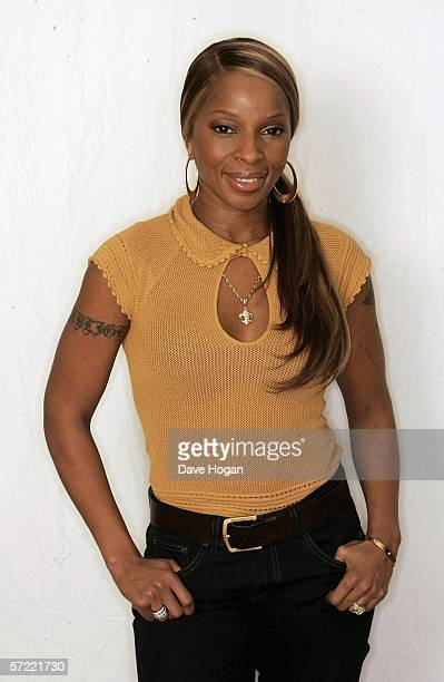 Singer Mary J Blige promotes her new single 'One' which features U2s Bono at the Mandarin Oriental on March 30 2006 in London England The single is...