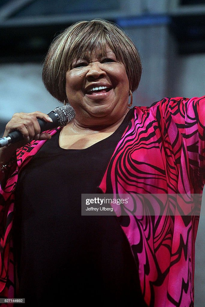Singer <a gi-track='captionPersonalityLinkClicked' href=/galleries/search?phrase=Mavis+Staples&family=editorial&specificpeople=1145062 ng-click='$event.stopPropagation()'>Mavis Staples</a> performs at Fair Grounds Race Course on May 1, 2016 in New Orleans, Louisiana.