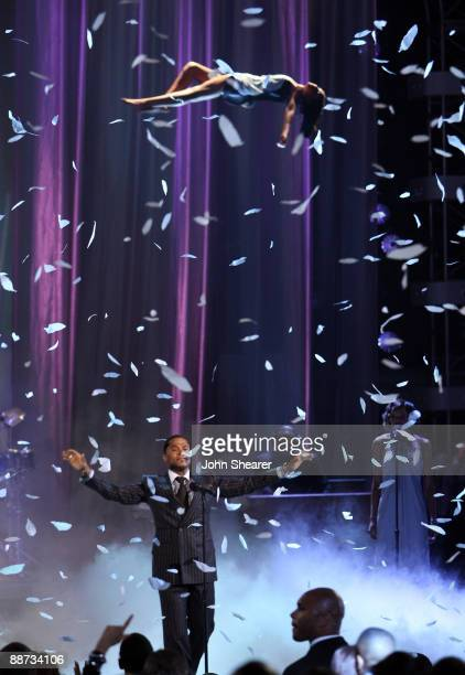 Singer Maxwell onstage at the 2009 BET Awards at the Shrine Auditorium on June 28 2009 in Los Angeles California
