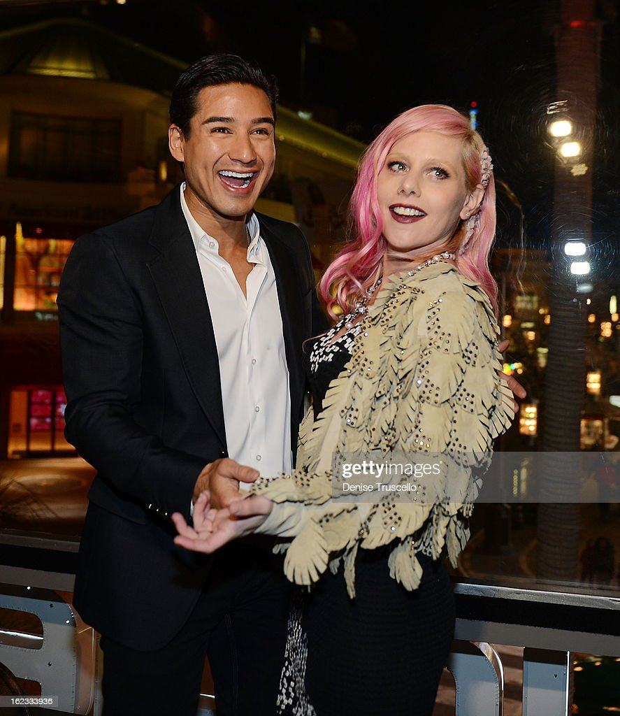 Singer Meital Dohan (R) donates $5,000.00 for a kiss from <a gi-track='captionPersonalityLinkClicked' href=/galleries/search?phrase=Mario+Lopez&family=editorial&specificpeople=235992 ng-click='$event.stopPropagation()'>Mario Lopez</a> at the Have A Heart benefit for organ donor recipients and their families at Mixology LA at the Farmers Market on February 21, 2013 in Los Angeles, California.