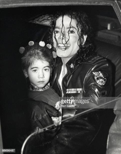 Singer Michael Jackson and child attend 'Dangerous' Tour Press Conference on February 14 1992 at Radio City Music Hall in New York City