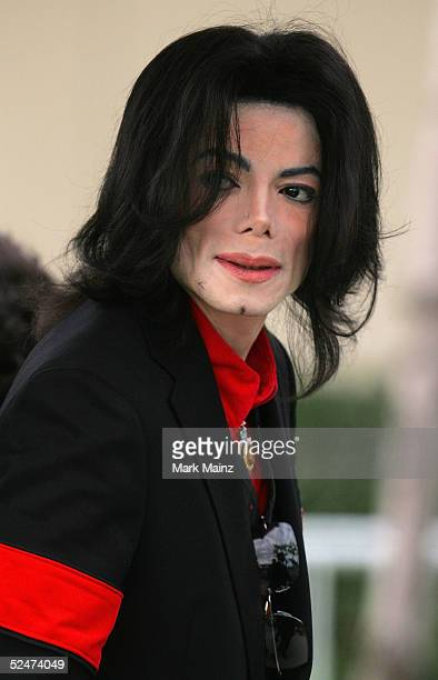 Singer Michael Jackson arrives at the Santa Barbara County Courthouse on day 19 of his child molestation trial March 24 2005 in Santa Maria...