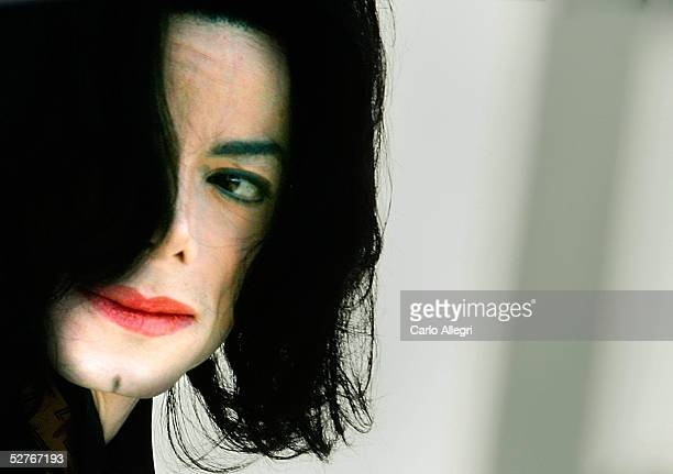 Singer Michael Jackson arrives at the Santa Barbara County Courthouse for the second day of the defense's case in his child molestation trial May 6...