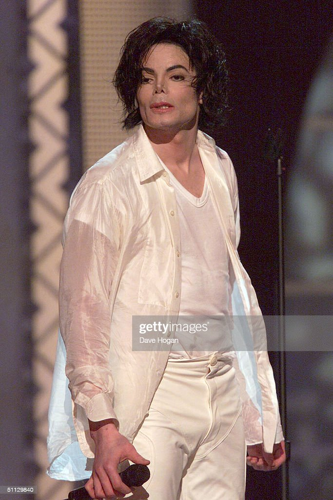 Singer Michael Jackson performs at his 30th anniversary celebration on 10th September, 2001 in Madison Square Garden in New York.