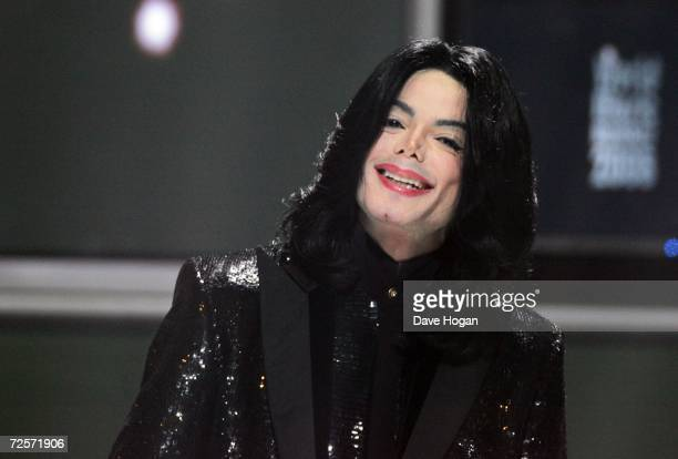 Singer Michael Jackson performs on stage during the 2006 World Music Awards at Earls Court on November 15 2006 in London