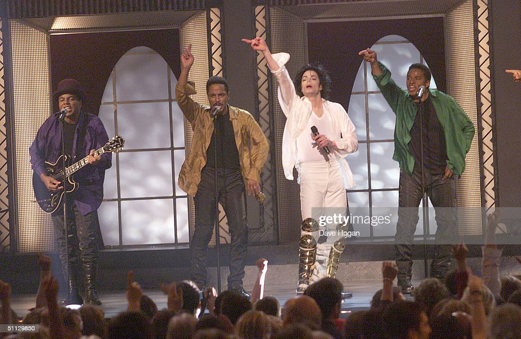 Singer Michael Jackson performs with his brothers at his 30th anniversary celebration on 10th September, 2001 in Madison Square Garden in New York.