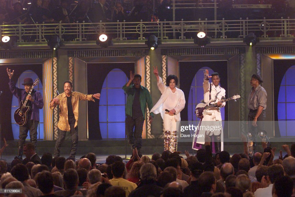 Singer Michael Jackson performs with his brothers at the 30th anniversary celebration on 10th September, 2001 in Madison Square Garden in New York.